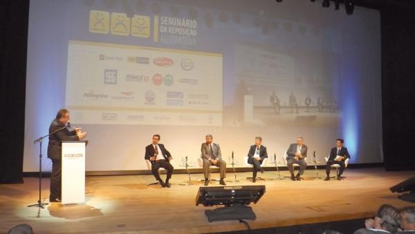 AntonioFiola, presidente do Sindirepa faz discurso na 21ª edição do Seminário da Reposição Automotiva, realizado no dia 18 de agosto, em São Paulo