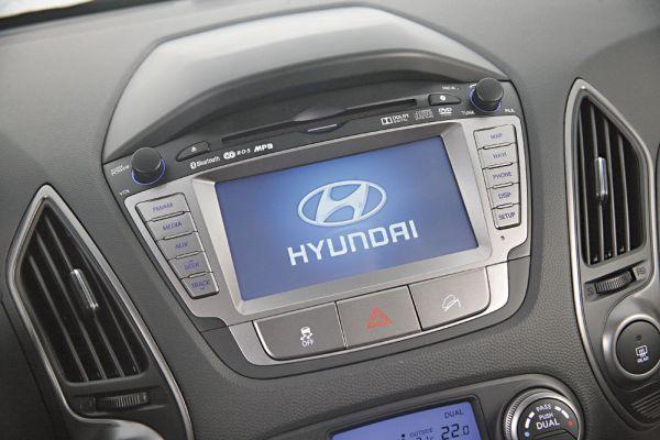 Sistema multimídia tem conexão USB e Bluetooth