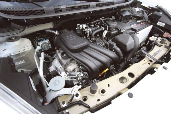 O novo motor de 1.0 de três cilindros gera 77 cv e 10 kgfm de torque. Ele é 3cv mais potente que o anterior, mas o torque permaneceu igual. Agora o modelo tem Start-Stop