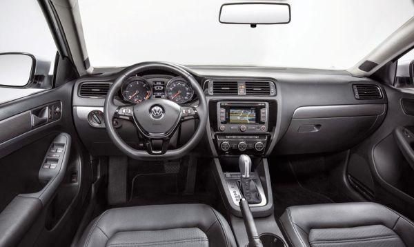 O interior tem uma das melhores posições de dirigir do segmento