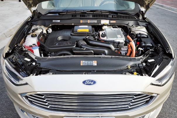 O veículo híbrido combina o propulsor a gasolina e bateria de 1,4 kWh