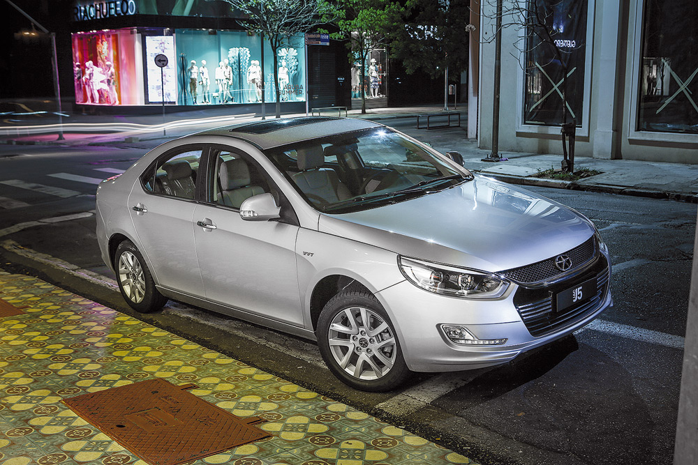 Facelift fez bem ao modelo, que passa a contar com LED na traseira e dianteira