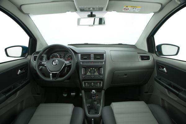 Interior mantém desenho característico dos demais modelos da marca