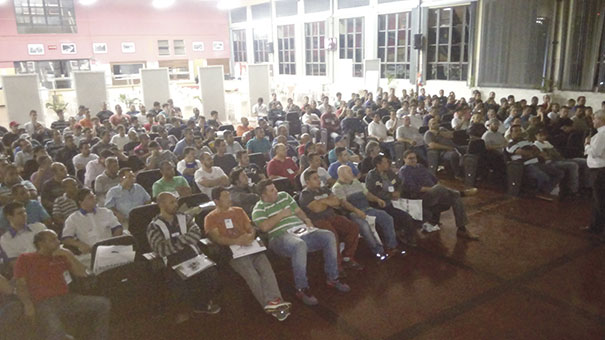 A Escola Senai Conde José Vicente de Azevedo recebeu 200 reparadores para a palestra do Rota do Reparador