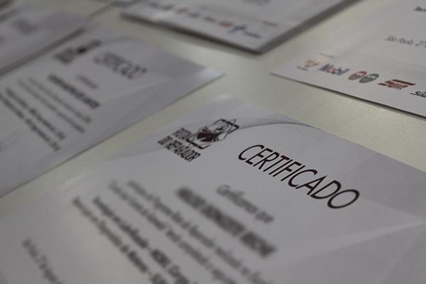 Ao final de cada palestra os reparadores recebem um certificado