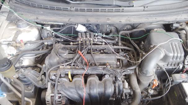 Figura 7 - Carro instrumentado para testes. Fiações que adaptamos para o interior do veículo