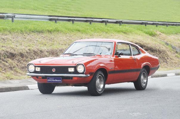"""""""O carro contra a rotina"""" foi como a Ford apresentou o Maverick por aqui, o motor V8 fazia a rotina virar diversão no fim de semana"""
