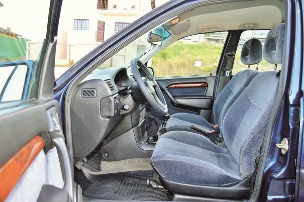 Para o motorista, conforto total: tanto o volante como o banco possui regulagem de altura, facilidades para uma melhor posição de dirigir