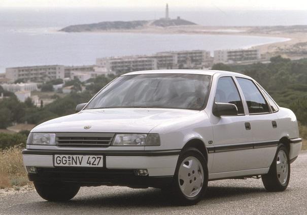 """Opel Vectra com o desenho original de 1988 surpreendia pelo visual """"limpo"""" e apresentava diversas evoluções mecânicas e construtivas em relação ao antecessor, Ascona"""