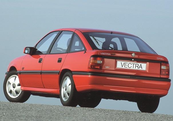Nos mercados europeus a Opel ofereceu também a carroceria hatchback de cinco portas, aqui exemplificada pela versão esportiva GT