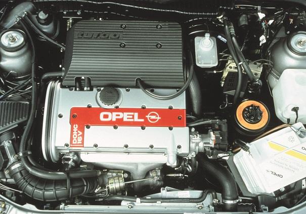 - O motor C20LET, turbocompressor KKK, pistões forjados Mahle, unidade de controle eletrônico Bosch Motronic M2.7