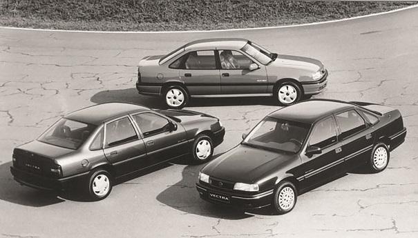 Em 1993 o Vectra aporta no Brasil, três versões de acabamento, dois motores de 2,0 litros, índice de nacionalização de 60%