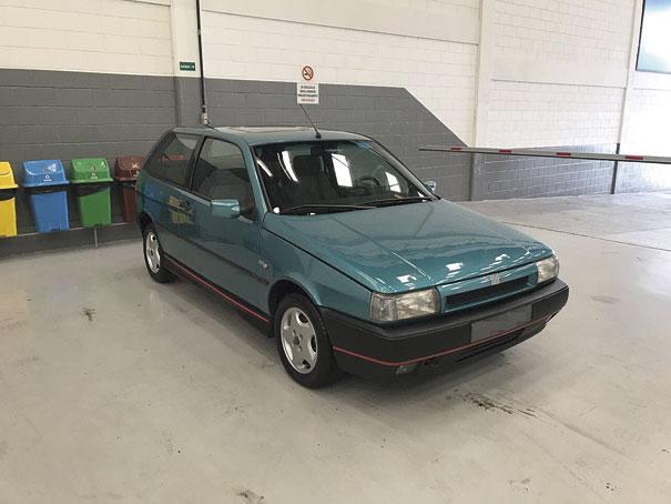 Em dezembro de 1994 chegava ao mercado, o Tipo 2,0 16V, o hot hatch da Fiat que desenvolvia 137 cv. Rodas exclusivas, saias laterais e um filete vermelho traziam esportividade na medida certa ao estilo