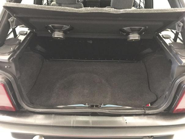 Para um modelo hatch o Tipo conta com um bom porta-malas e ausência das caixas de roda pronunciada facilita acomodação da bagagem
