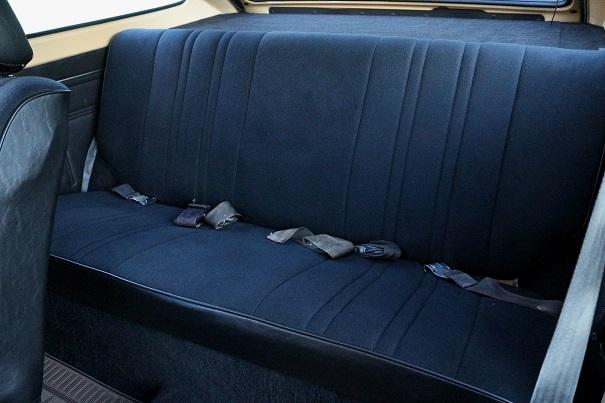 Já os passageiros de maior estatura tinham pouco espaço para a cabeça devido ao caimento do teto
