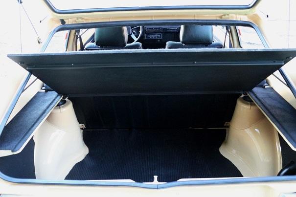 Porta-malas sem estepe é uma característica que permaneceu até a chegada do motor arrefecido a água
