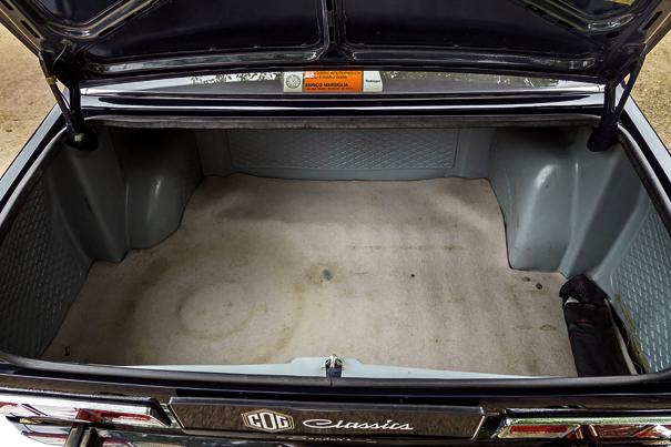 Apesar das dimensões compactas o porta-malas da Alfetta era amplo e tinha bom vão de acesso para a bagagem