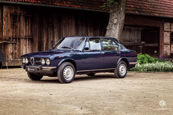 O modelo inicial da linhagem, o Alfetta 1,8 sedã, trazia linhas retas típicas dos anos de 1970