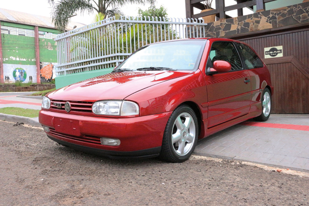 Gol GTI 16V, potente e arisco, o modelo trouxe a modernidade de uma mecânica alemã e até hoje é tido como uma melhores esportivos da Volkswagen do Brasil