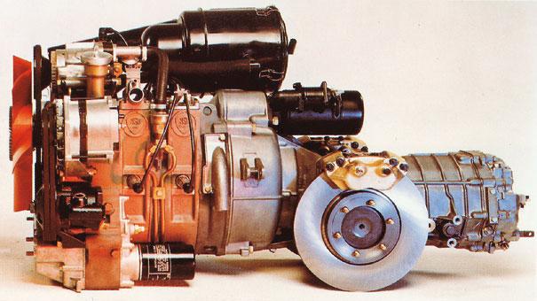 O diminuto motor rotativo com duas velas por cilindro era avançado para seu tempo, mas nos primeiros modelos o desgaste prematuro dos vendedores do motor prejudicou a imagem do modelo e causou prejuízo ao fabricante