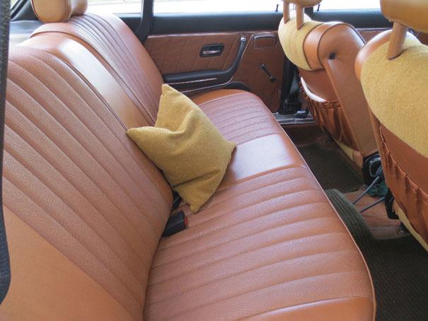Os passageiros de trás contavam com amplo espaço para as pernas e grande assento era sinal de poder fazer grandes viagens sem se cansar