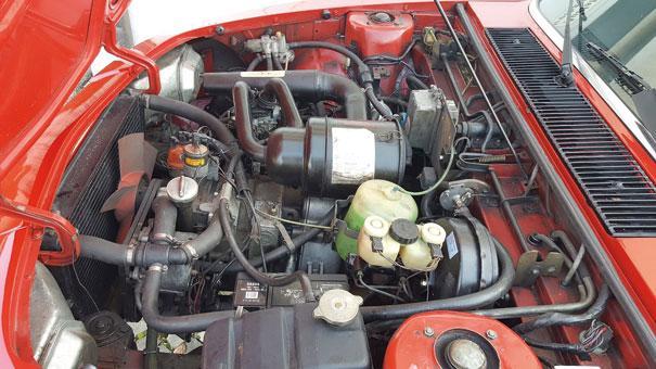 A NSU foi a primeira fabricante a apostar no motor rotativo Wankel, no Ro 80 havia dois rotores e incríveis 115cv