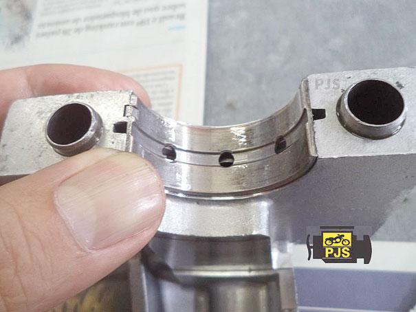 Encaixe da bronzina no mancal da carcaça do motor