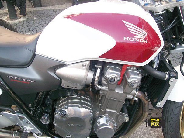 Fig.1 - Sistema de arrefecimento Líquido – Motocicleta CB 1300