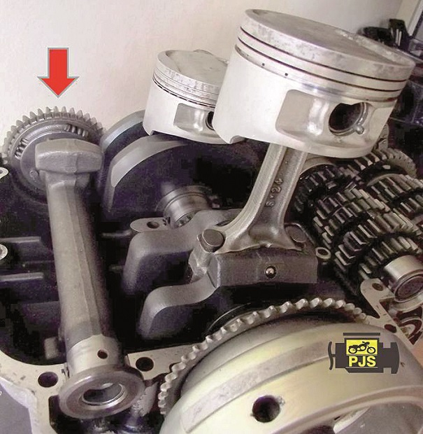 Fig. 1 - Balanceiro do motor 2 cilindros, motocicleta Kawasaki