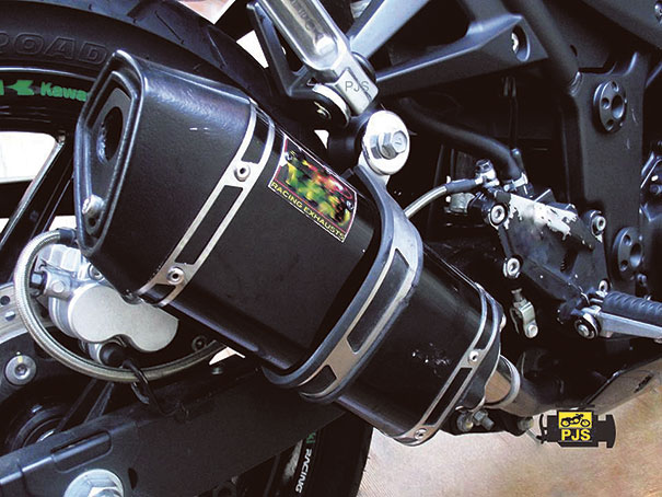 Fig.2 - Escapamento esportivo, motocicleta Ninja250