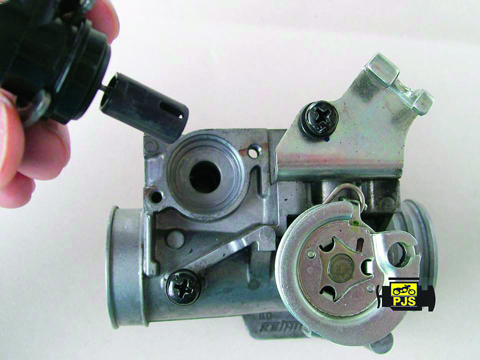 Fig. 2 - IACV e corpo de aceleração da Honda Titan 150