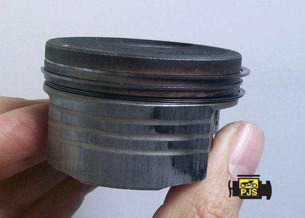 Fig. 8 - Pistão e anéis danificados