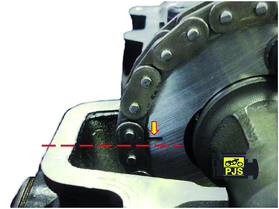 Fig. 9 - Engrenagem de comando de válvula, linha de referência de paralelismo com a superfície do cabeçote