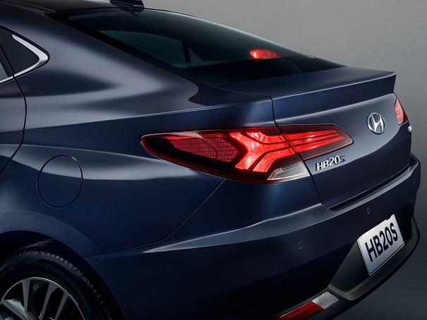 Hyundai divulga primeira imagem do novo HB20S versão sedã