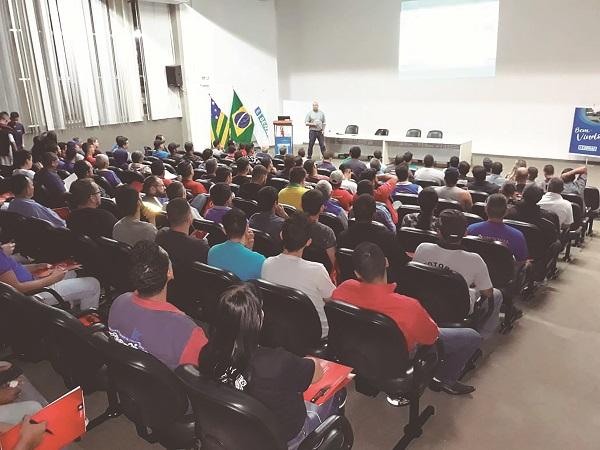 Os cursos presenciais e gratuitos abordam conteúdos como gestão de oficinas, técnicas de venda, informações sobre a performance dos produtos da marca, inovação, entre outros