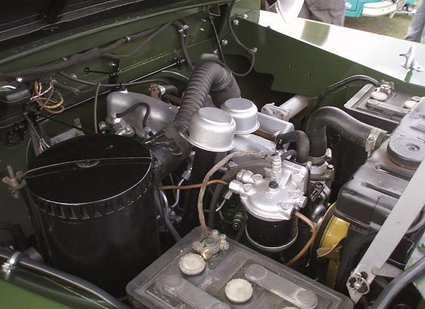Motor Diesel de 1959 montado em um Land Rover Série 2 do mesmo ano, o bloco e o cabeçote eram comuns para o motor Otto (gasolina) e Diesel, mudando somente os pistões.
