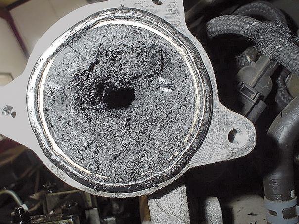 Válvula EGR travada devido a acúmulo de fuligem