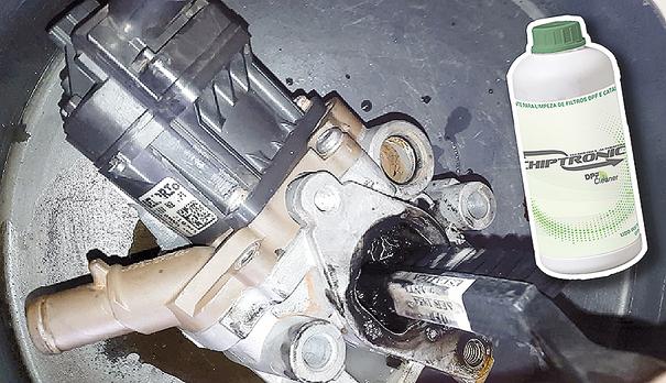 Efetuando a limpeza em Válvula EGR da Fiat Ducato, usando produto apropriado para dissolver fuligem do Diesel
