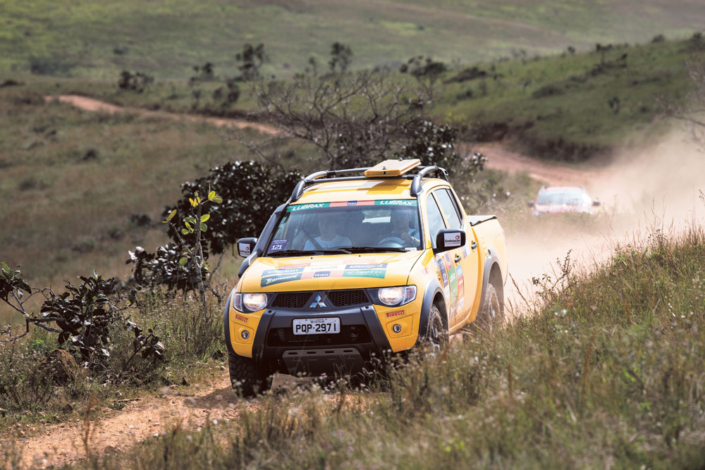 A equipe do Jornal Oficina Brasil participou com uma L200 Triton Savana e os integrantes foram Jorge Matsushima como navegador e Vinicius Montoia, piloto