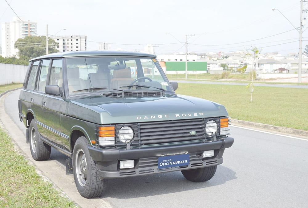 Em 1970 o Range Rover era apresentado  linhas simples e robustas, grandes  vidros e b9c54d53fb